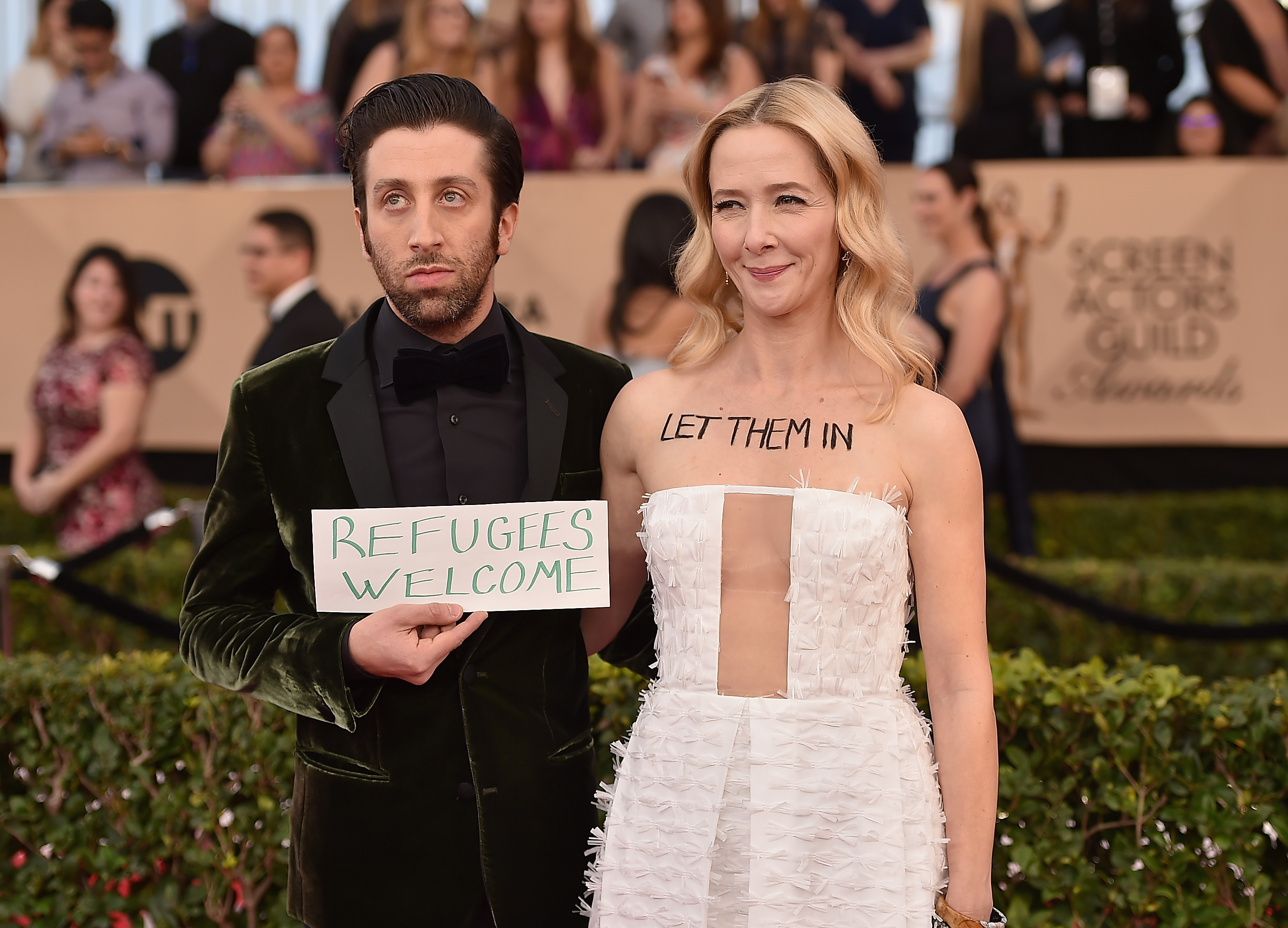 SAG Awards: Simon Helberg, Jocelyn Towne's Red Carpet Protest