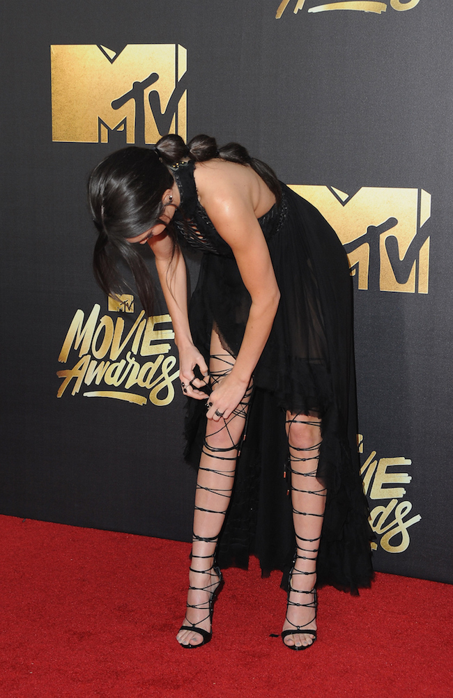 "Kendall Jenner's ""Boots"" Required Not One, But 2 Assistants Before the MTV Movie Awards"
