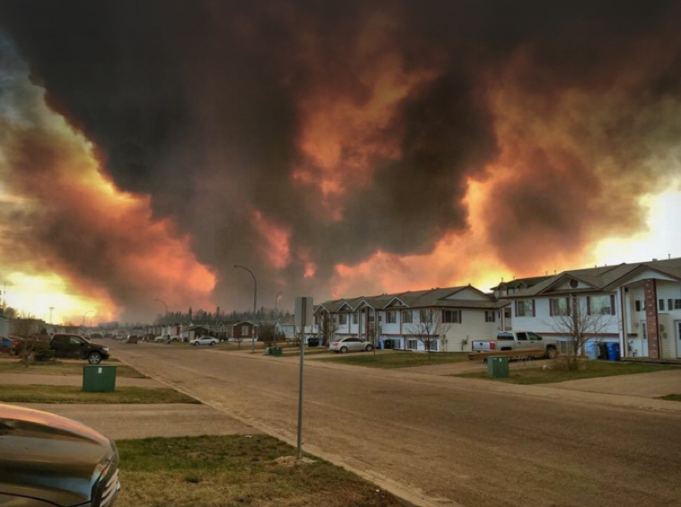 9 Powerful Images Capture the Ravaging Wildfire That Evacuated an Entire Town