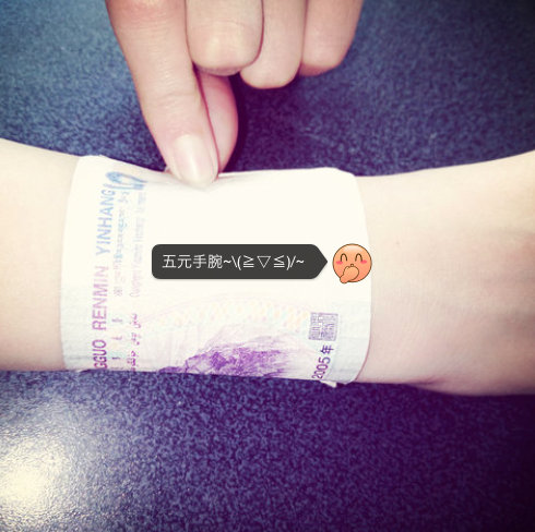 Women Are Wrapping Banknotes Around Their Wrist in Latest Body-Shaming Trend in China